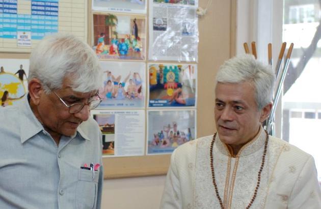 Visita de Om Prakash Tiwari - Administrador del Keivalydhama Institute -