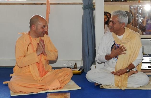 Visit of Svámin Yadunandana  - ISKCON Hare Krshna -