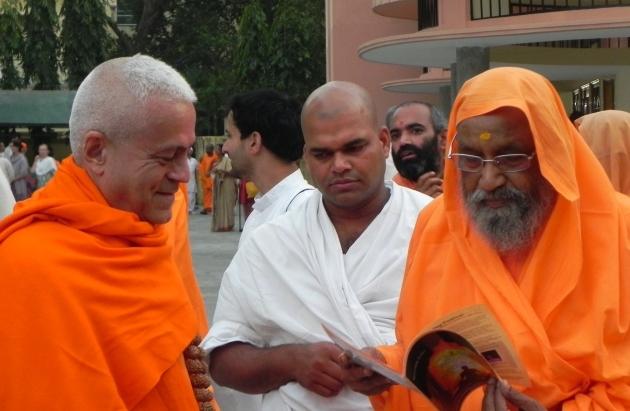 Encontro com H.H. Pujya Svámin Dayánanda Sarasvatí - rshikesh, Índia - 2013, Março