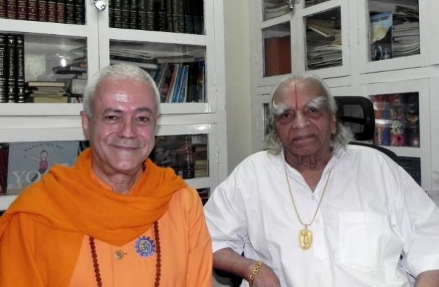 Encontro com H.H. B.K.S. Iyengar Jí Mahá Rája  - Pune, Índia - 2011, Outubro