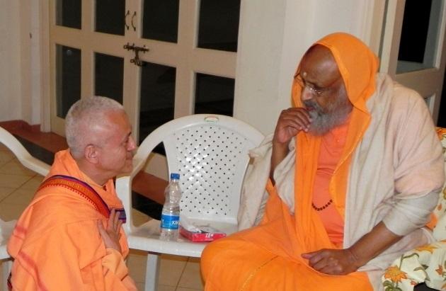 Encontro com H.H. Pujya Svámin Dayánanda Sarasvatí - Ahmedabad, Índia - 2011