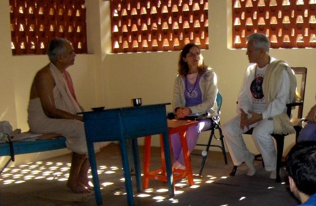 Encontro com  H.H. Shrí Svámin Maheshánanda Jí Mahá Rája - Keivalyadhama Yoga Institute, Lonavala, Índia - 2008