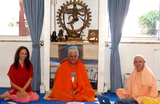 Reunião com Svámin Yadunandana  - ISKCON Hare Krshna -