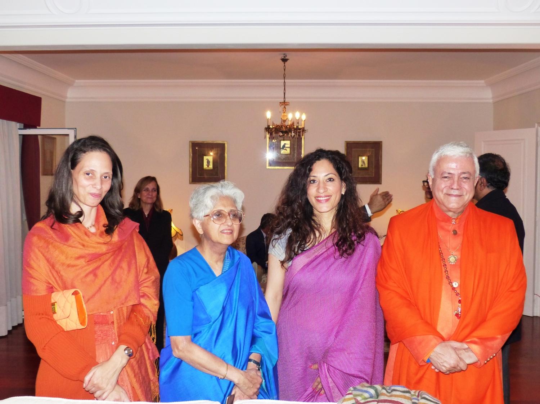 H.H. Jagat Guru Amrta Súryánanda Mahá Rája, Sv. Chandra Deví, Mrs. K. Nandini Singla, Embaixadora da Índia em Portugal, e Ms. Sujata Mehta, Secretária do Ministério dos Negócios Estrangeiros da Índia