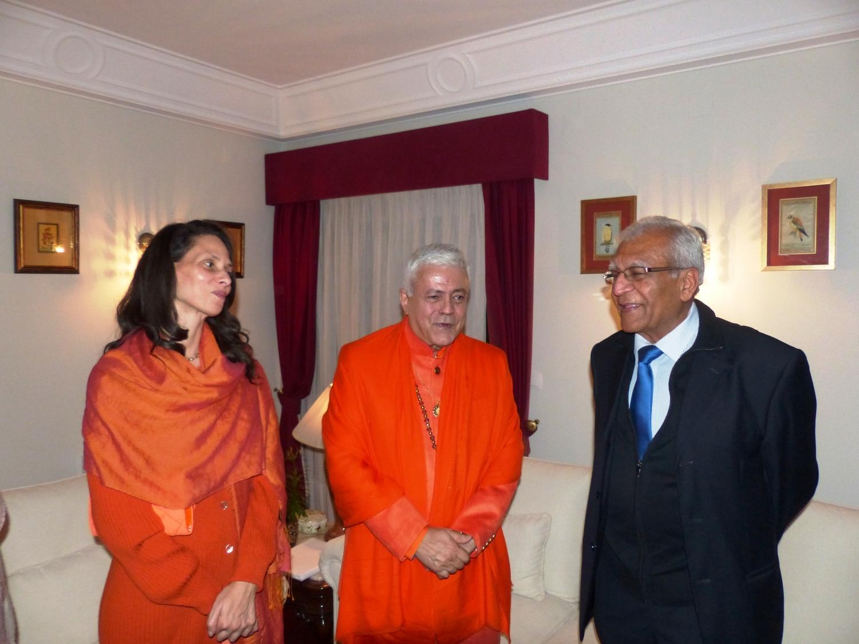H.H. Jagat Guru Amrta Súryánanda Mahá Rája e Sv. Chandra Deví com Kantilal Vallabhdas, Presidente do Templo de Shiva