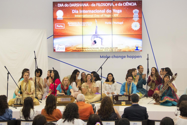 Mantra Kírtanam par Omkára - Chœur Orchestre de la Confédération Portugaise du Yoga