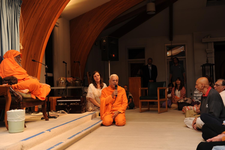 Encontro de H.H. Jagat Guru Amrta Súryánanda Mahá Rája com H.H. Pujya Svámin Dayánanda Sarasvatí - Svámin Dayánanda Áshrama, Pennsylvania - 2012, Setembro
