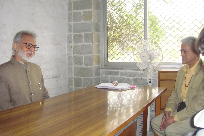 Meeting of H.H. Jagat Guru Amrta Súryánanda Mahá Rája with Dr. Ramesh Bijlani - Shrí Aurobindo Áshrama, New Dillí, India - 2010, January