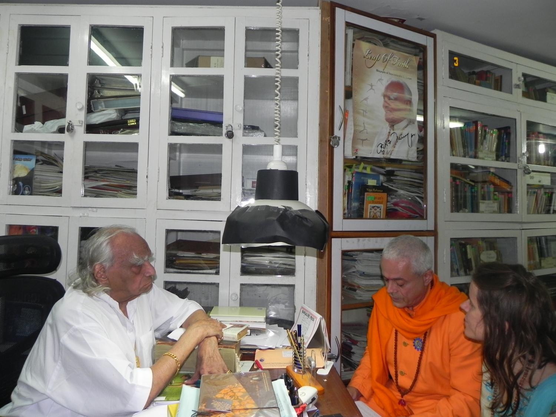 Rencontre de H.H. Jagat Guru Amrta Súryánanda Mahá Rája avec H.H. B.K.S. Iyengar Jī Mahā Rāja  - Pune, Inde - 2011, octobre