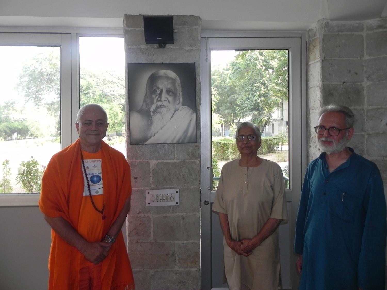 Meeting of H.H. Jagat Guru Amrta Sūryānanda Mahā Rāja with Dr. Ramesh Bijlani - Shrí Aurobindo Áshrama, New Dillí, IÍndia - 2012, October