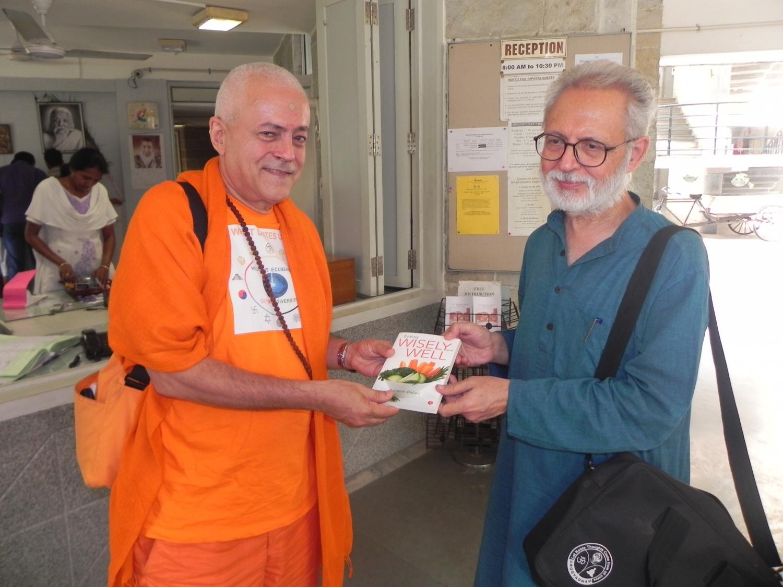 Encontro de H.H. Jagat Guru Amrta Sūryānanda Mahā Rāja com Dr. Ramesh Bijlani - Shrí Aurobindo Áshrama, New Dillí, Índia - 2012, Outubro