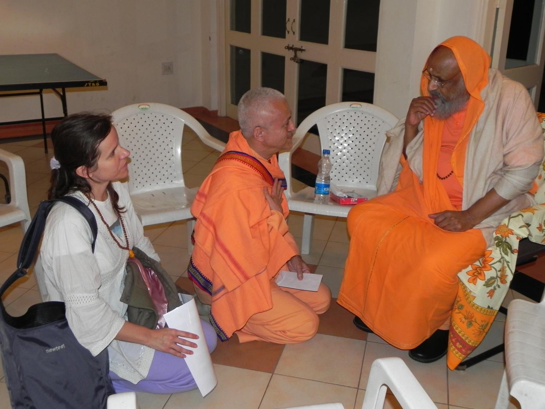 Rencontre de H.H. Jagat Guru Amrta Súryánanda Mahá Rája avec H.H. Pujiya Svāmin Dayānanda Sarasvatī - Ahmedabad, Inde - 2011