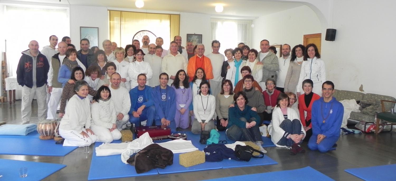 Encontro de H.H. Jagat Guru Amrta Sūryānanda Mahā Rāja com o Maestro Madhavacharya - Zestoa, Euskadi - 2012, Janeiro