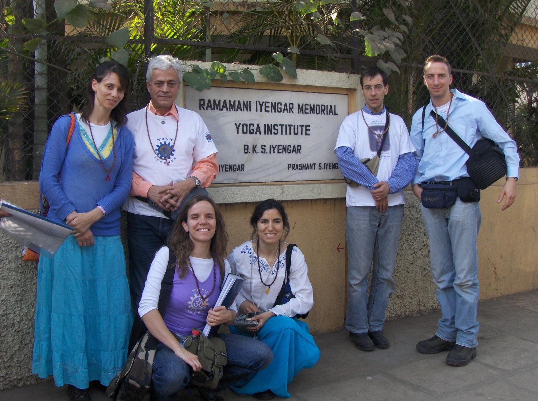 Encuento de H.H. Jagat Guru Amrta Súryánanda Mahá Rája con H.H. B.K.S. Iyengar Jí Mahá Rája  - Pune, India – 2008