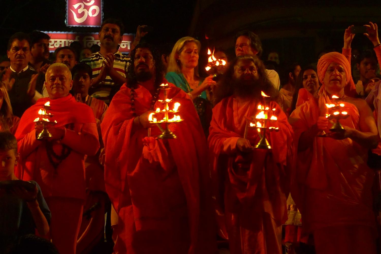 Meeting of H.H. Jagat Guru Amrta Sūryānanda Mahā Rāja with H.H. Pujya Svámin Chidanand Sarasvatiji Maharaj, visit to the Parmarth Niketan Áshrama, rshikesh, India - 2013, March