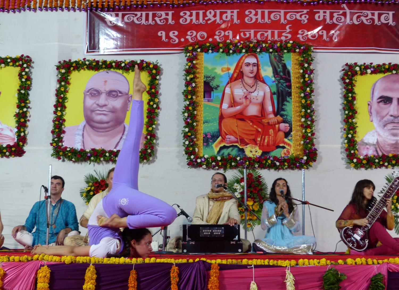 60 Aniversario de Mahá Mandaleshvara H.H. Vishveshvaránanda Giri Jí Mahá Rája - Sanyasa Áshrama, Mumbai, India - 2014, julio