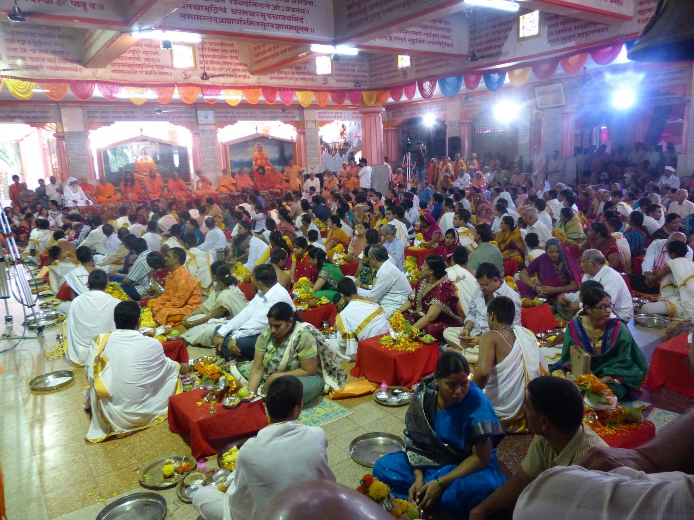 60ème Anniversaire de Mahā Mandaleshvara H.H. Vishveshvarānanda Giri Jī Mahā Rāja - Sanyasa Āshrama, Mumbai, Inde - 2014, juillet