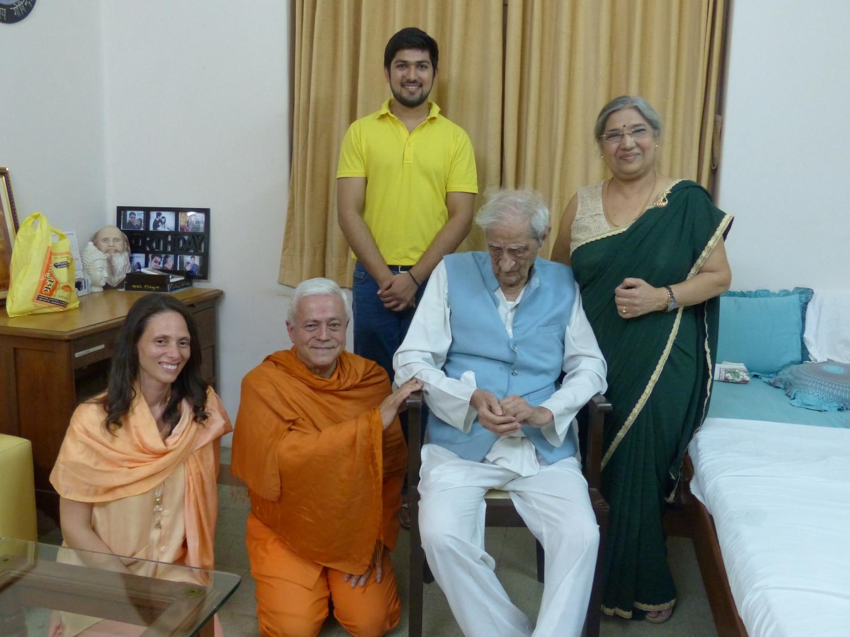 Rencontre de H.H. Jagat Guru Amrta Sūryānanda Mahā Rāja avec Dr. Jayadeva Yogendra - The Yoga Institute of Santa Cruz, Mumbai, Inde - 2016, janvier