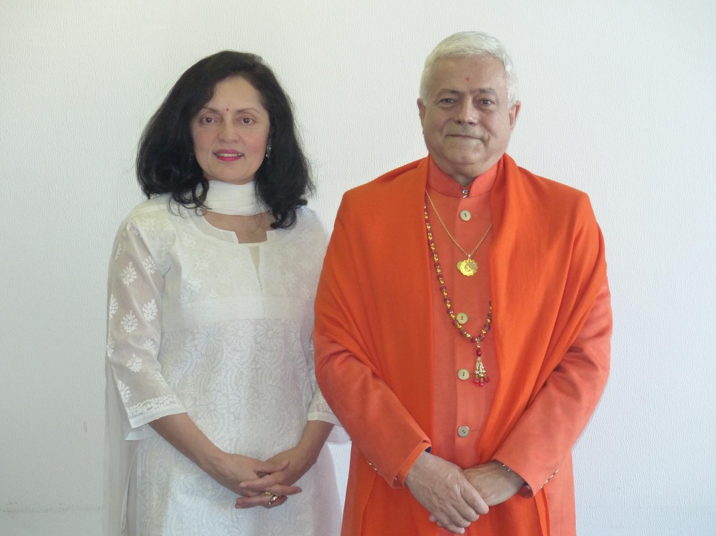 H.H. Jagar Guru Amrta Súryánanda Mahá Rájá, Sua Exa. Embaixadora da Índia na UNESCO Smt. Ruchira Kamboj