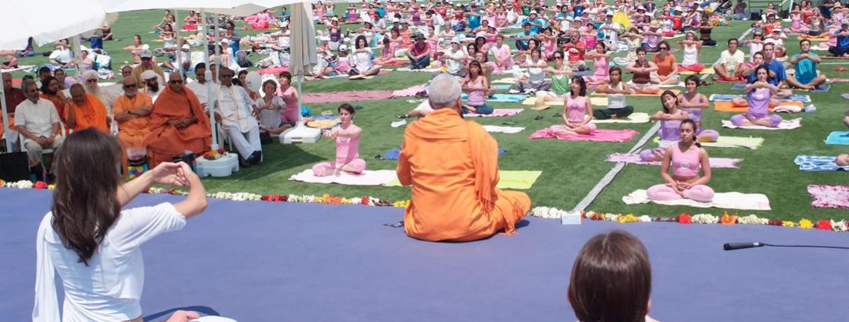 6. Día Internacional del Yoga - 2010 - Almada - Mega Aula del Yoga - Dhyána Samádhi